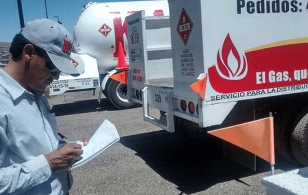 Verifican camiones y pipas repartidoras de gas doméstico