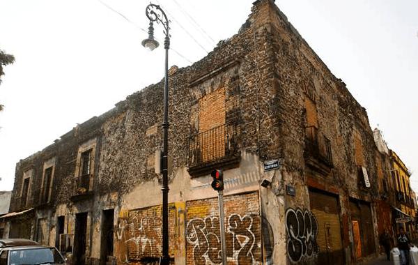 Exhortan dar mantenimiento a edificios deteriorados en el DF
