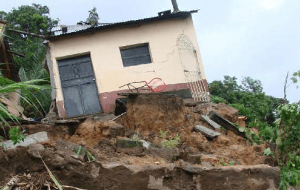Autorizan construcción de casas en zonas de riesgo