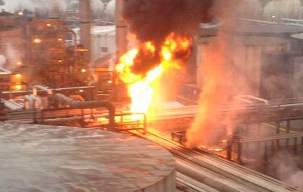 Refinería en Minatitlán sufre fuga de gasolina deja 8 intoxicados