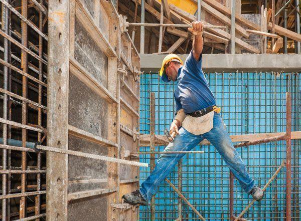 Trabajador de la construcción muere al caer de una altura de 20 metros.