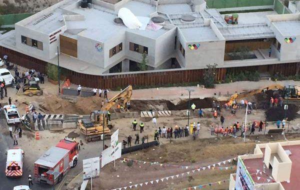 Mueren 3 trabajadores tras derrumbe en construcción de Huixquilucan