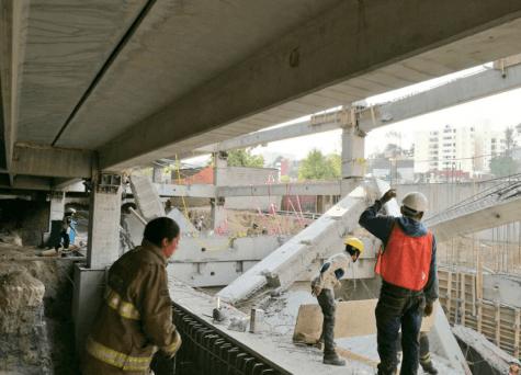 Maniobra equivocada de grúa, posible causa de derrumbe en la Álvaro Obregón