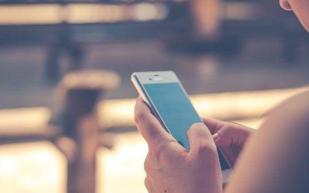 El uso del celular en la jornada laboral ocasiona graves accidentes a los trabajadores; desde heridas hasta amputaciones.