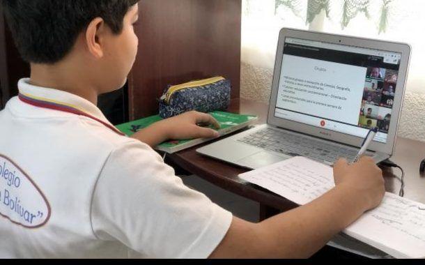 Usar silla cómoda para evitar problemas de postura y no pasar largos periodos frente a la pantalla en regreso a clases en línea