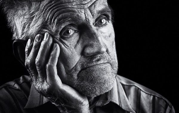 ¿Cómo se pueden gestionar los riesgos para garantizar un envejecimiento saludable en el trabajo?