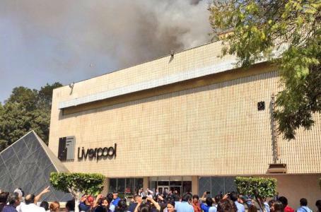 Incendio es controlado en conocida tienda de Insurgentes en la CDMX.